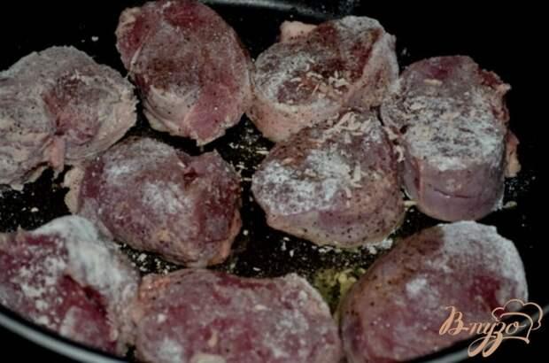 Фото приготовление рецепта: Свиные медальоны с мармеладным джемом шаг №3