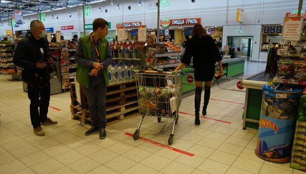 В магазинах Подольска начали делать ограничительные линии для покупателей