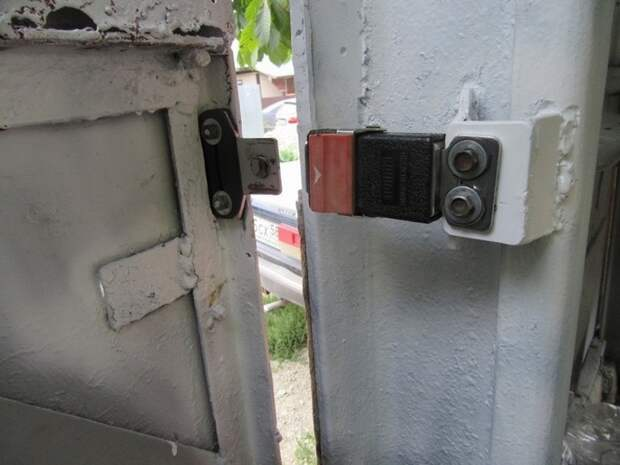 Дверь на защелке