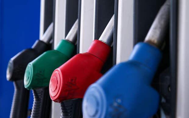 Названы регионы России с самым дешевым бензином