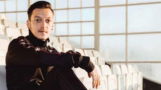 Озил провел первую тренировку в «Фенербахче»