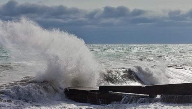 Побережье Сахалина могут накрыть четырехметровые волны