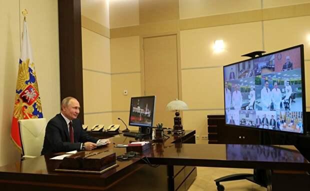 Владимир Путин часто общается с учеными и много говорит, как его заботит развитие науки. Но вопрос с зарплатами научных сотрудников годами остается нерешенным