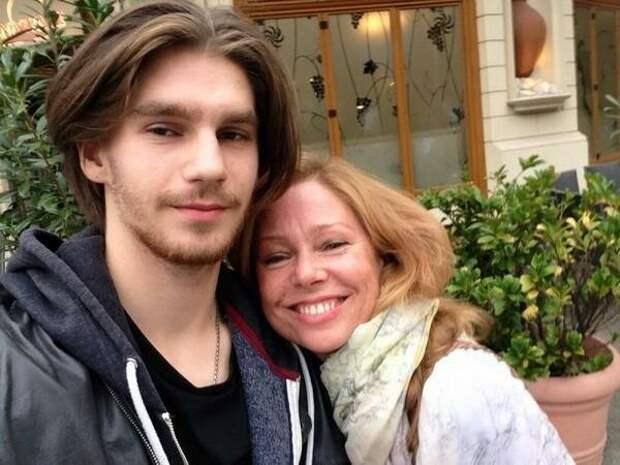 Марьяна Полтева с сыном Фёдором (https://s2.cdn.teleprogramma.pro)