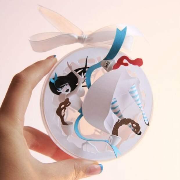 """Бумажные ёлочные игрушки Марины Адамовой, вдохновлённые """"Алисой в стране Чудес"""""""