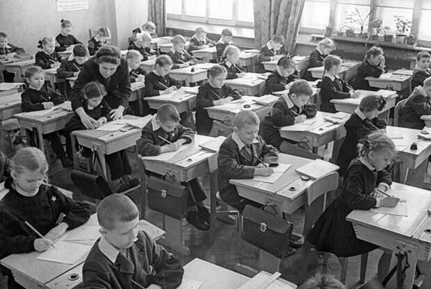 5 самых популярных «нельзя»: что запрещали делать всоветских школах
