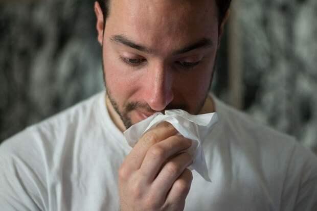 Инфекционист назвал сроки, когда COVID-19 может стать как обычный насморк