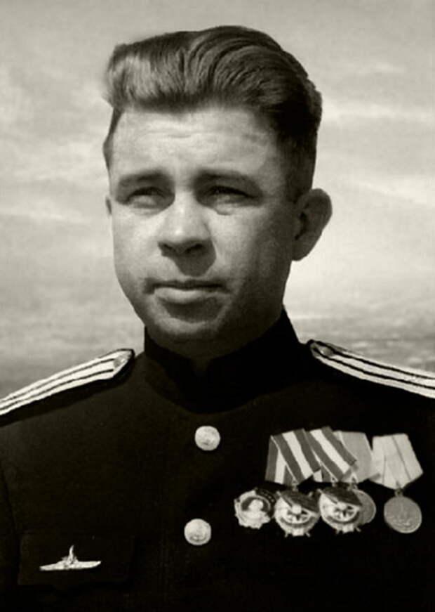 Командир подводной лодки С-13 капитан третьего ранга Александр Маринеско, лето 1945 года