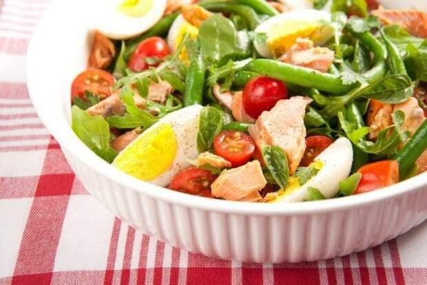 Салат из зеленой фасоли с помидорами