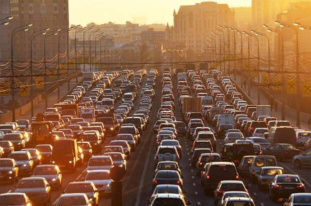 Чем занять себя, стоя в пробке на дороге?