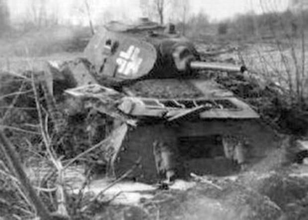 разбитый Т-34 образца 1940