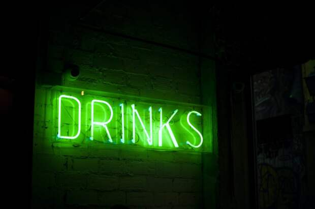 Голый и пьяный прокурор зашел в магазин за пивом и засветился в интернете