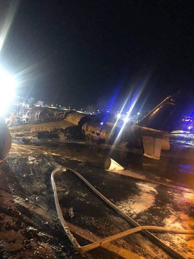Пассажирский самолет разбился при взлете на Филиппинах