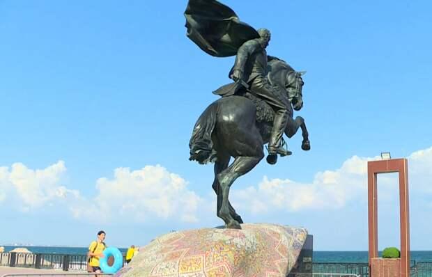 В Феодосии неизвестные отбили саблю у памятника генерала Котляревскому. ВИДЕО