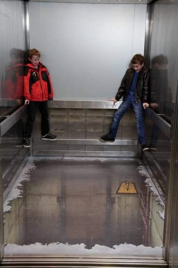 Пол, которого нет. Оригинальный 3D-рисунок в лифте. дизайн интерьера, полы