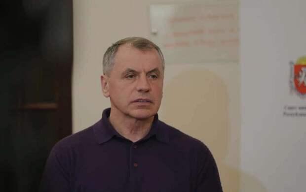 Оставшиеся без денег крымчане просят о помощи, — Константинов