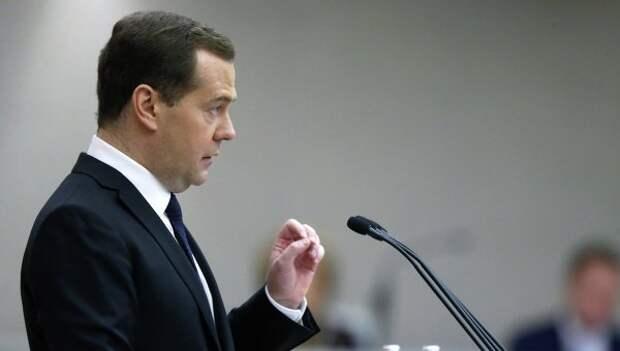 Медведев: Нефтегазовая индустрия улучшает жизнь миллионов
