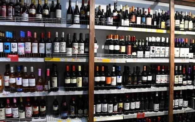 Крашенинников назвал неконституционной идею повышения возраста продажи алкоголя