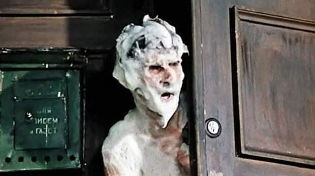 Ялтинских бродяг с намыленной головой сбрасывают в фонтан