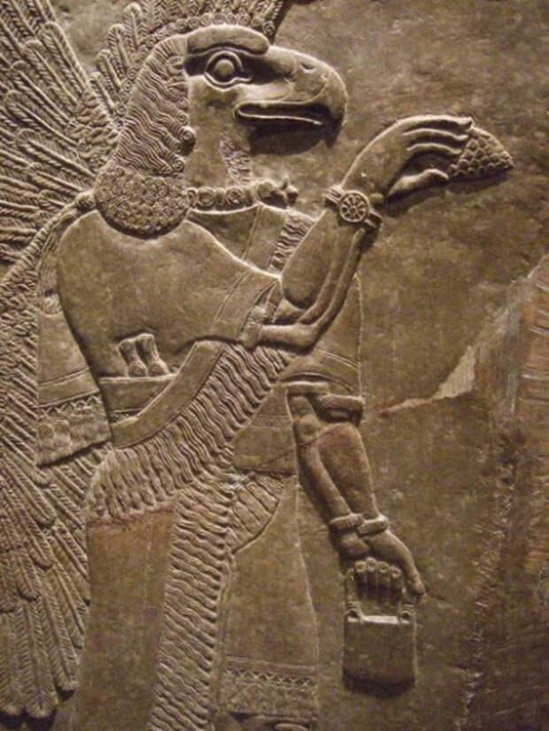 На древних ассирийских барельефах можно увидеть прообразы будущих сумок