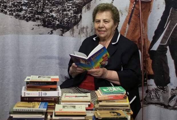 Всю жизнь Людмила Яковлевна вместе с мужем собирала домашнюю библиотеку/Фото Ольги Чумаченко