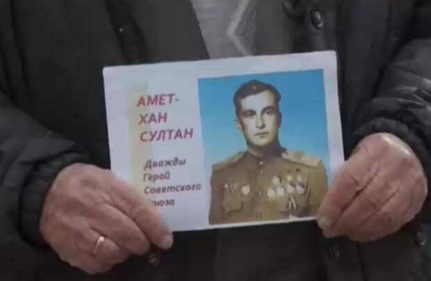 В Симферополе почтили память дважды Героя Советского Союза Амет-Хана Султана