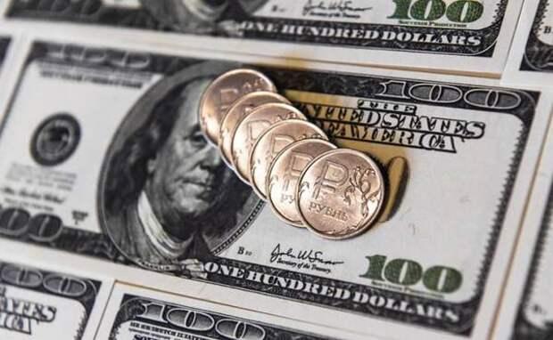 Рубль может рухнуть до 100 к доллару в любой момент