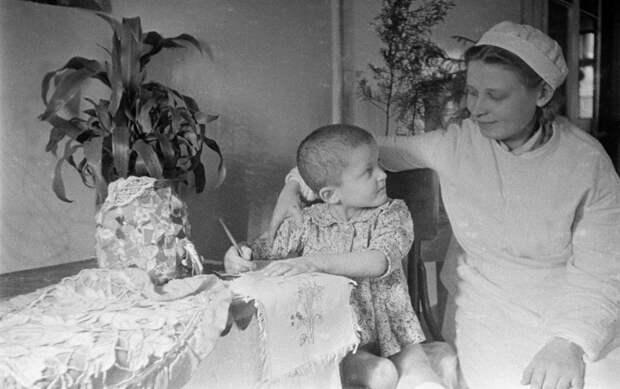 Детский дом для сирот-инвалидов в тылу в СССР, во времена Великой Отечественной войны.