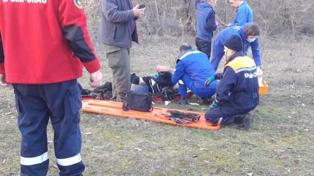 Под Феодосией мужчина сорвался с 15-метрового обрыва