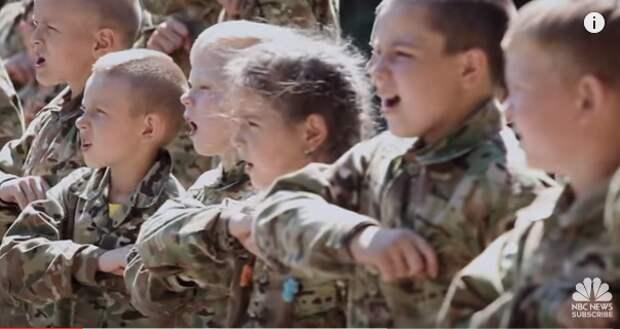 «Мы — дети Украины! Пусть Москва лежит в руинах» — NBC показал, чему учат в лагере под Киевом