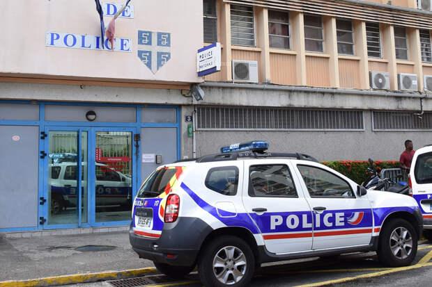 Мужчина с ножом убил сотрудницу полиции во Франции