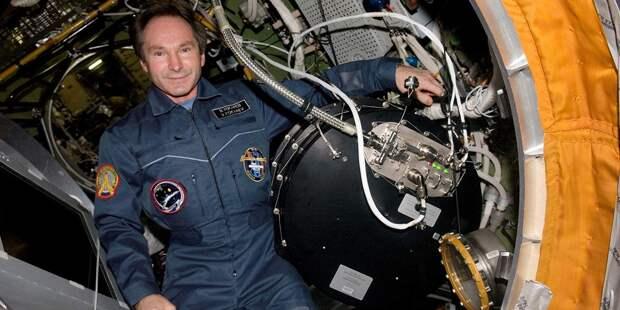 Валерий Токарев вслужебном модуле Звезда наМКС