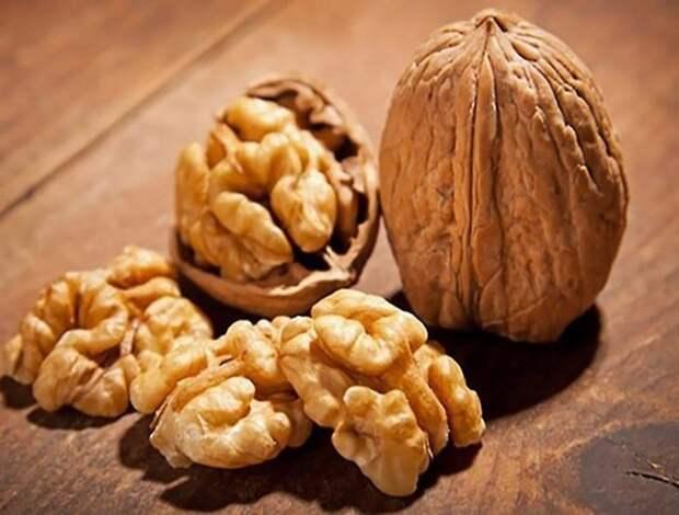 Как чистить грецкие орехи, чтобы ядра остались целыми