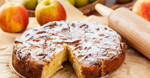 Пирог на сковороде без молока и яиц