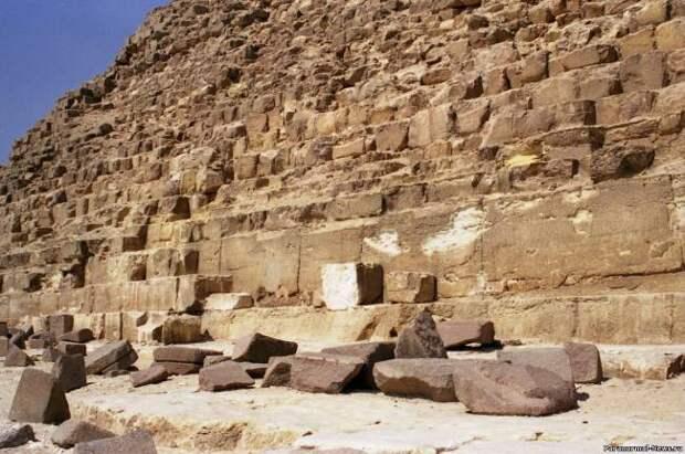 Версии: Блоки для пирамид делались из бетона