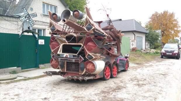Сзади – подобие истребителя, турбины и 8 выхлопных труб. Пожалуй, это самый необычный и жуткий самодельный автомобиль в Постсоветском пространстве. fiat, авто, автоприкол, автотюнинг, прикол, самоделка, своими руками, тюнинг