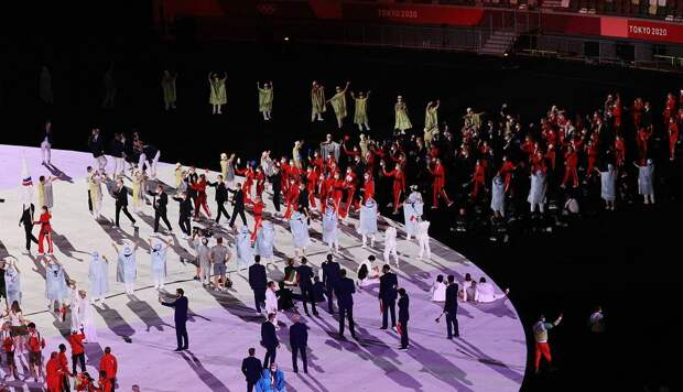 В Токио открылись Олимпийские игры. Россия удивила двумя знаменосцами