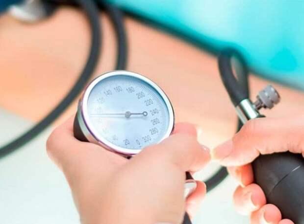 Врач назвал шесть способов понизить высокое давление без лекарств