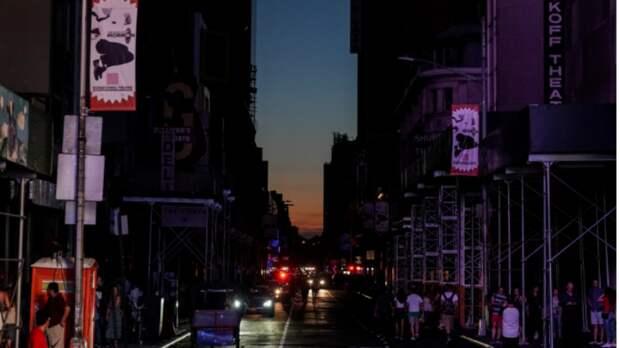 Лифты встали, концерты отменили: в субботу Нью-Йорк лишился электричества