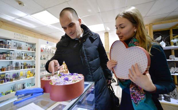 Россияне назвали среднюю сумму на подарки к 23 февраля