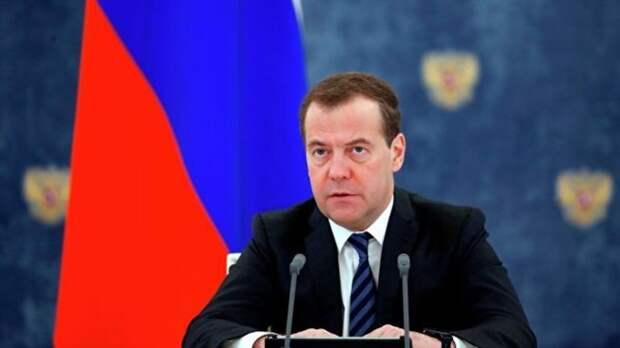 У россиян может появиться больше выходных: Медведев высказался «за» четырехдневную рабочую неделю