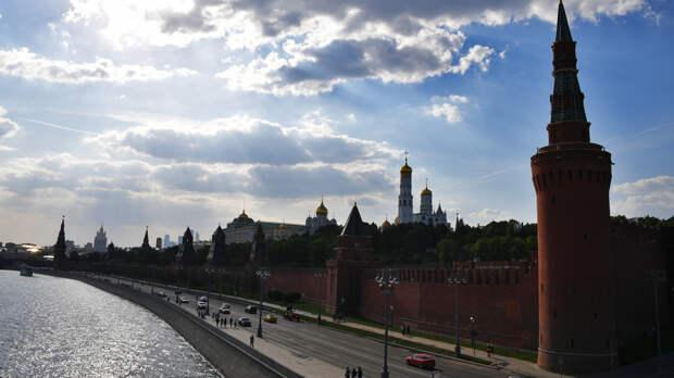 «Должны противостоять попыткам исказить историю»: Путин поздравил лидеров и граждан иностранных государств с Днём Победы