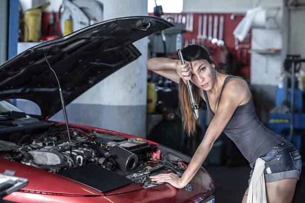 Красивые и суровые девушки за мужской работой - это вызывает настоящее восхищение