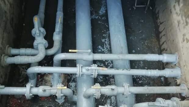 В микрорайоне Климовск Подольска УК заменила трубы в тепловой камере