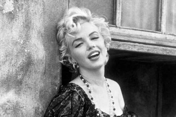 5 знаменитостей, которые выросли в детдоме