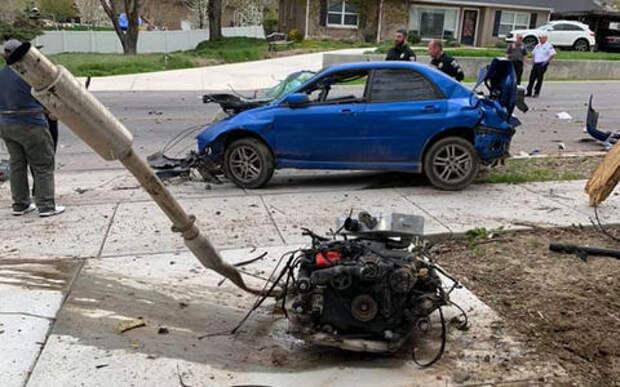 Вот это авария: водитель, двигатель и коробка вылетели из авто