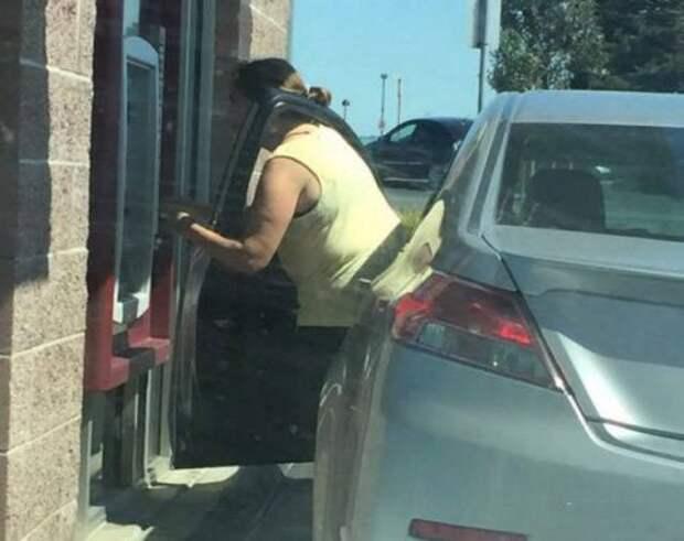 Когда за руль садится женщина (30 фото)