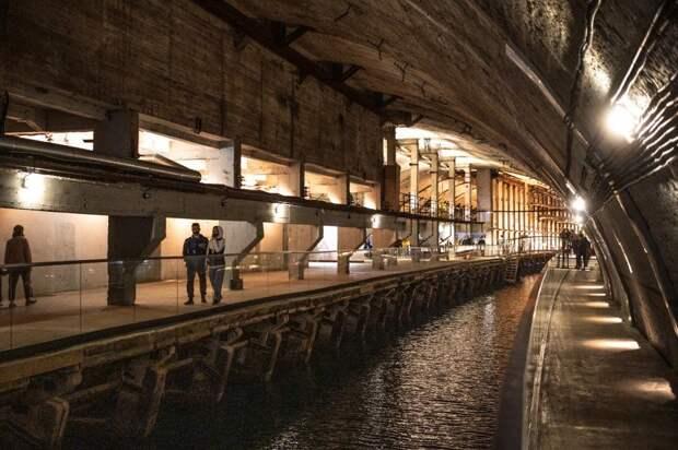 Военные строители реконструировали уникальный музей с подземной гаванью для подлодок в Балаклаве