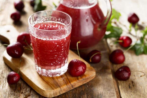 Замораживайте сок плодов, которых созревает много - вишни, яблок, томатов, огурцов