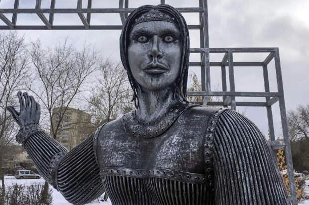 Скандальный памятник Алёнке назвали чудом и «лицом 2020»